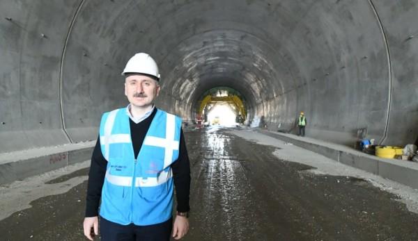 Gayrettepe-İstanbul Havalimanı Metrosu'nda İlk Tren Raylara İndi