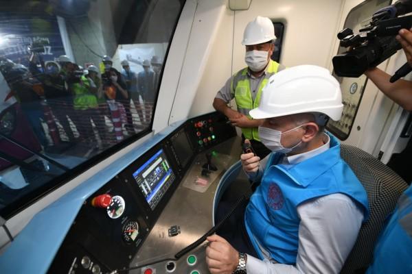 Ulaştırma ve Altyapı Bakanı Adil Karaismailoğu Kâğıthane - Gayrettepe Havalimanı Metro Hattı'nda İncelemelerde Bulundu